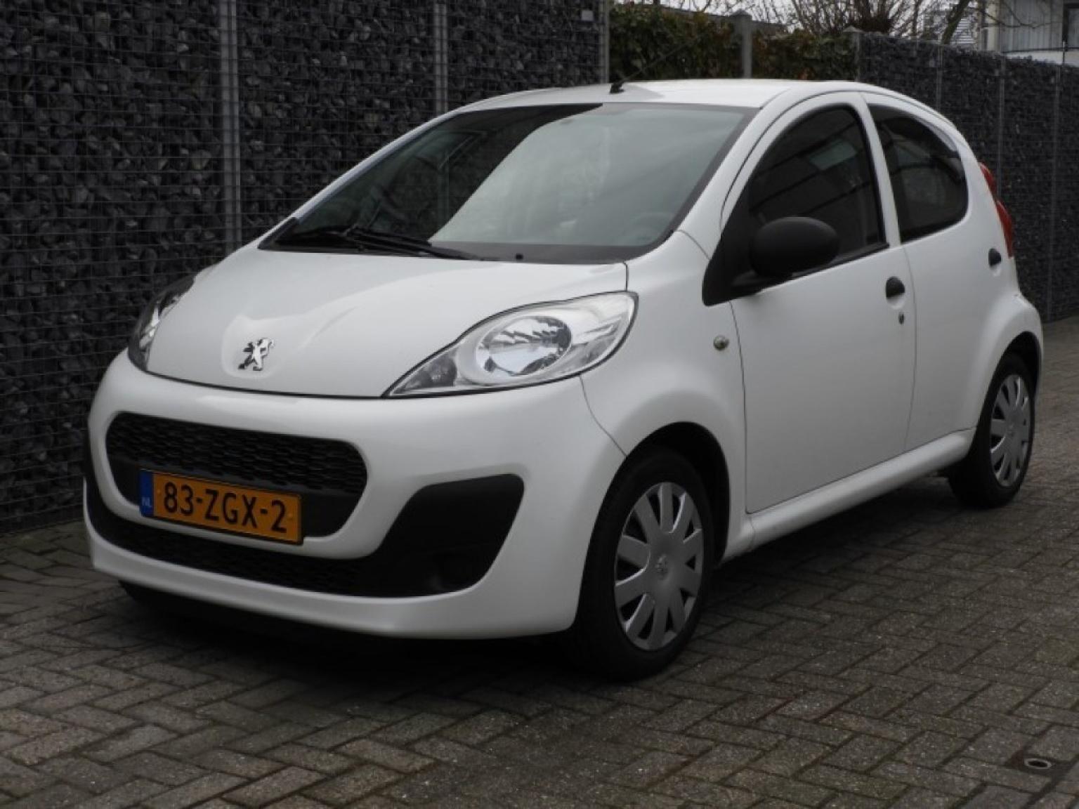 Peugeot-107-0